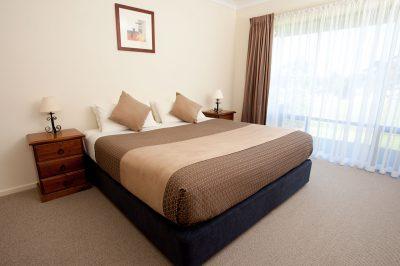 McCracken-Country-Club_ROOMS_Villa-king-bedroom